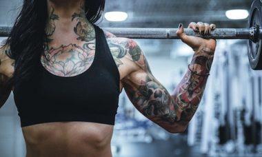 Femme pratiquant le fitness